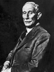 Photo of Hubert Cecil Booth