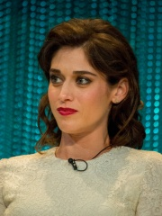 Photo of Lizzy Caplan