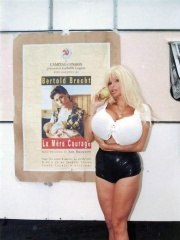 Photo of Lolo Ferrari