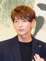 Photo of Lee Joon-gi