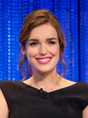 Photo of Elizabeth Henstridge