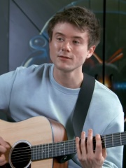 Photo of Alec Benjamin