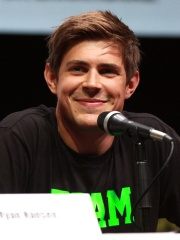Photo of Chris Lowell