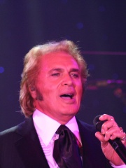Photo of Engelbert Humperdinck