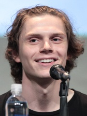 Photo of Evan Peters