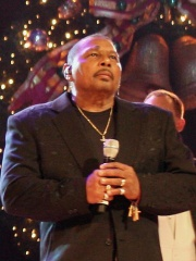 Photo of Aaron Neville