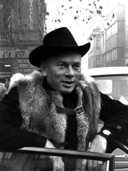 Photo of Yul Brynner