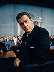 Photo of Raymond Burr