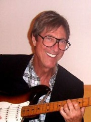 Photo of Hank Marvin