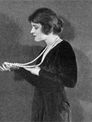 Photo of Peggy Wood
