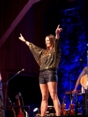 Photo of Sara Evans