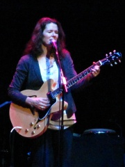 Photo of Edie Brickell