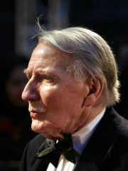 Photo of Leslie Phillips