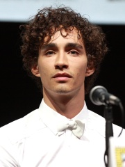 Photo of Robert Sheehan